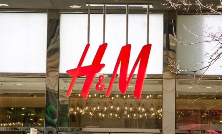 Photo of The biggest clothing companies are closing hundreds of stores