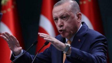 """صورة أردوغان يطالب بالدفاع عن """"شرف الأمة""""!"""