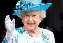 صورة قفازات ضد كورونا لـ ملكة بريطانيا