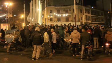 Photo of Lebanon .. Clashes break out between protesters and security forces in Tripoli