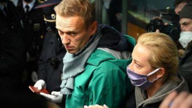 صورة اعتقال المعارض الروسي نافالني في مطار شيريميتيفو بعد عودته إلى روسيا