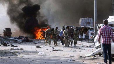 صورة مقتل 4 أشخاص بينهم مسؤولان جراء تفجير بضواحي مقديشو