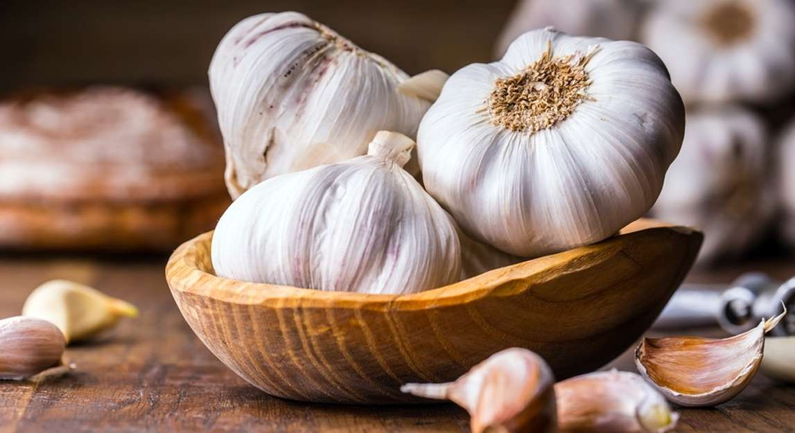 Know risks of overeating garlic, Arabic newspaper in Boston-USA-Profile News
