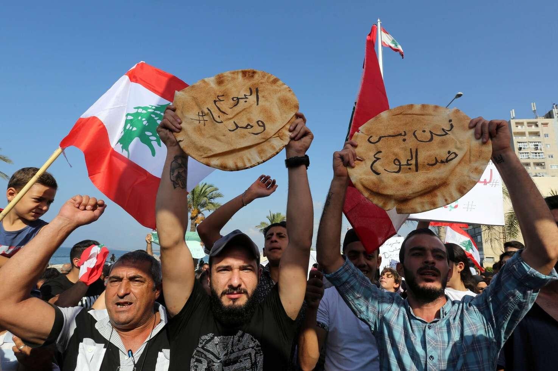 Demonstrators block Tripoli – Akkar road in northern Lebanon to protest against deteriorating living conditions, Arabic newspaper in Boston-USA-Profile News