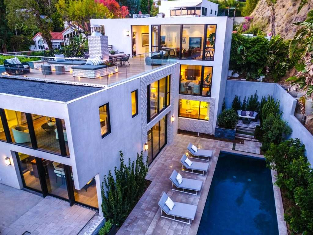 An American model offers her luxury home for sale for 8.5 million dollars (photo), Arabic newspaper in Boston-USA-Profile News