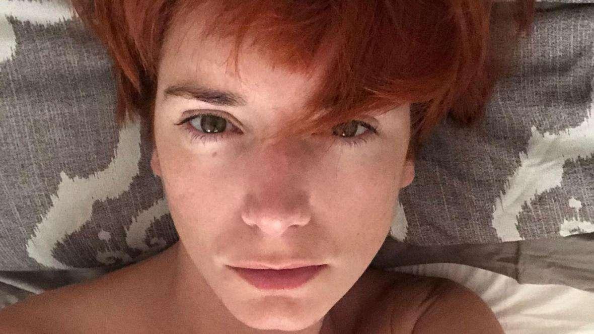 وفاة عارضة أزياء بريطانية بعد تلقيها لقاح كورونا!, صحيفة عربية في بوسطن-أمريكا-بروفايل نيوز
